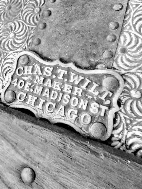 old antique steamer trunk freetoedit
